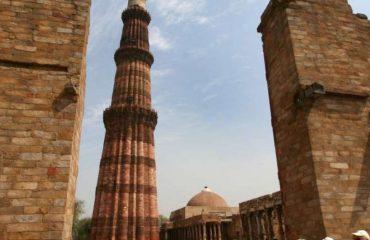 Qutub-Minar-New-Delhi-Golden-Triangle-Tour-960x1149